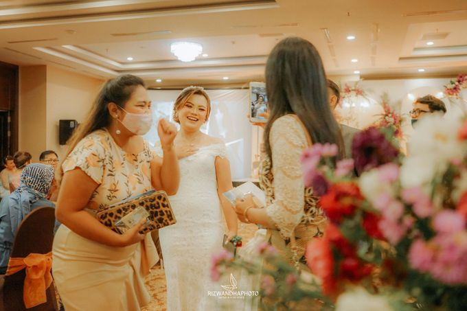 This Wedding is really inspirational for you who want to celebrate your wedding party using two kinds of vibes. On the firts day, this wedding was hel by Rizwandha Photo - 024