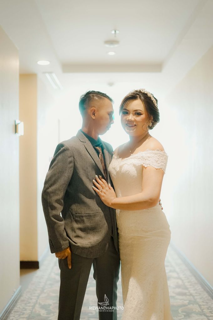 This Wedding is really inspirational for you who want to celebrate your wedding party using two kinds of vibes. On the firts day, this wedding was hel by Rizwandha Photo - 026