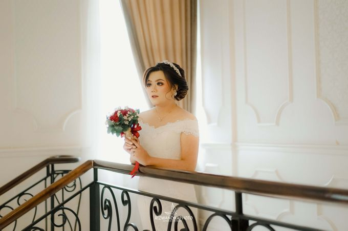This Wedding is really inspirational for you who want to celebrate your wedding party using two kinds of vibes. On the firts day, this wedding was hel by Rizwandha Photo - 031