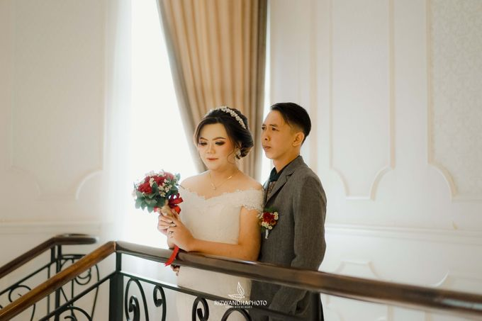This Wedding is really inspirational for you who want to celebrate your wedding party using two kinds of vibes. On the firts day, this wedding was hel by Rizwandha Photo - 032