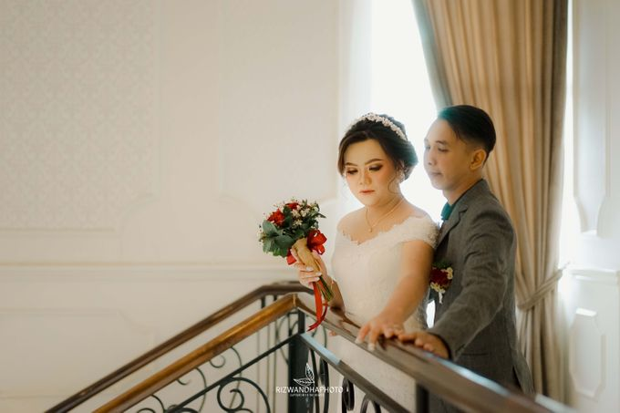 This Wedding is really inspirational for you who want to celebrate your wedding party using two kinds of vibes. On the firts day, this wedding was hel by Rizwandha Photo - 034