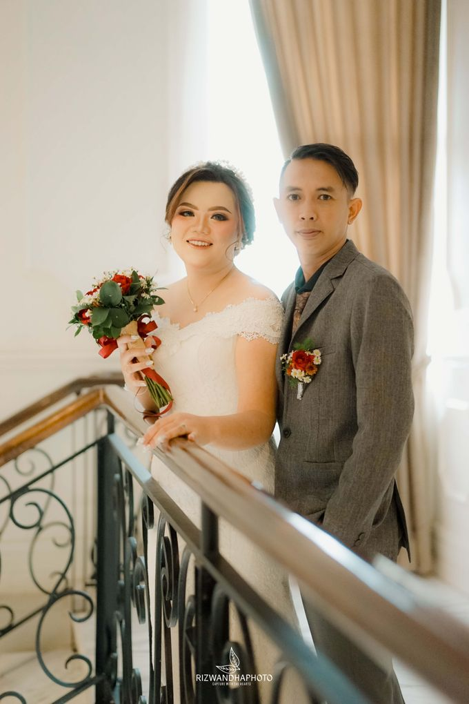 This Wedding is really inspirational for you who want to celebrate your wedding party using two kinds of vibes. On the firts day, this wedding was hel by Rizwandha Photo - 035