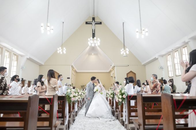A luxury wedding reception in Bandung, using advanced technology to send digital invitation, took RSVP confirmation easily, put guests into table area by Connectied Virtual Wedding - 016