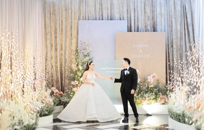 A luxury wedding reception in Bandung, using advanced technology to send digital invitation, took RSVP confirmation easily, put guests into table area by Connectied Virtual Wedding - 018