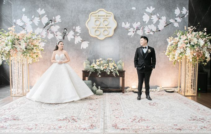 A luxury wedding reception in Bandung, using advanced technology to send digital invitation, took RSVP confirmation easily, put guests into table area by Connectied Virtual Wedding - 021