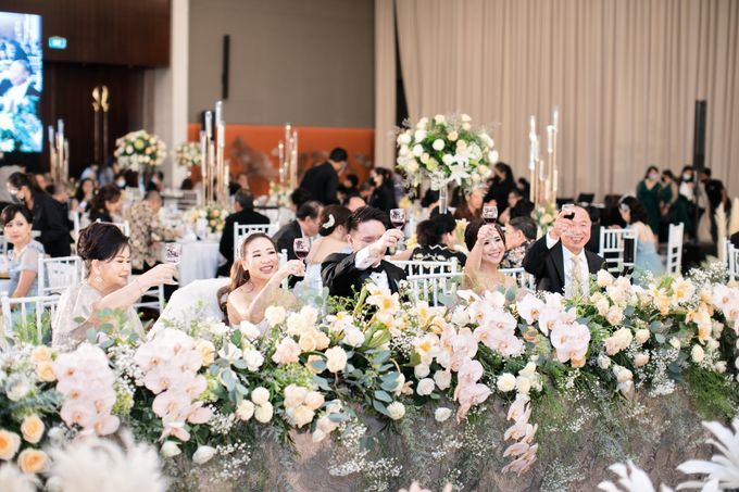 A luxury wedding reception in Bandung, using advanced technology to send digital invitation, took RSVP confirmation easily, put guests into table area by Connectied Virtual Wedding - 027