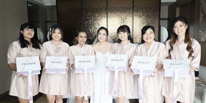 A luxury wedding reception in Bandung, using advanced technology to send digital invitation, took RSVP confirmation easily, put guests into table area by Connectied Virtual Wedding - 009
