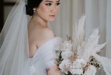 Cliff Wedding Dinner by Bali Izatta Wedding Planner & Wedding Florist Decorator