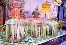 The wedding of Mbak Dian & Mas Ernan at Gedung Sasono Utomo by Sonokembang Catering