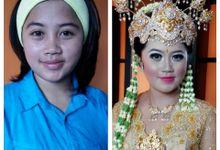 rias pengantin daerah / traditional wedding by sasafebbia makeup and wedding decorations