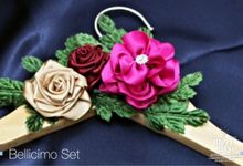 Embellishment by Béllicimo by Béllicimo Personalized Hanger & Favors