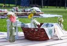 Picnic Wedding at the Park by Megu Weddings