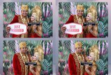Asri  & Furqon Wedding by Foto moto photobooth