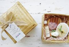 Rustic Hampers With Besek Sokase by The Rustic Soap