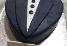 gentleman cake by Fizzyssweets