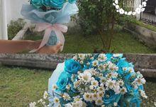hand bouquet flowers by fleurette florist