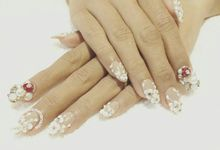 custom wedding nails by Veeana Nails