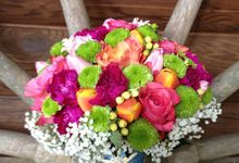 Hand Bouquet by Loi Floral Sense by Serge Igonia