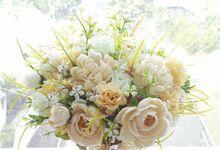 Hand Bouquet & Flower Box by Bloom 'n Kroone