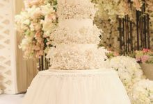The Wedding cake of Lia & Robby by Creme de la Creme Bali
