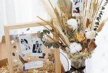 Dried Flower Vase And Customize Akrilik Box by Odoroki Florist