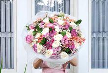 Wrapped flower bouquet by Fleur de Lis