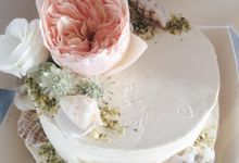 Floral Wedding Cake by Teaspoon of Love