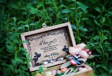 Mario & Tenny ring box and  boutonierre by Signature Wedding Details