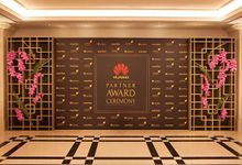 HUAWEI Partnership Award by Maria German decor