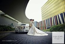 Bridal Car and the Bride by APerfectDayWedCar Luxury Bridal Cars Manila