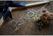 Wire Hanger by dydx Bride