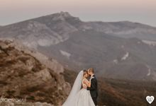Stunning couple in the very close to the sky by oneweddingstory