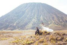 Bromo Prewedding by Gerobak Photography