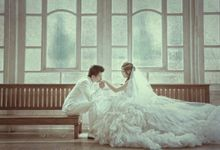 Indoor prewedding by Aldo Item