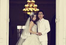 Indoor prewedding by Aldo Item