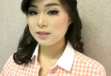 SIMPLE MAKE UP by Monica Han