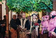 The Wedding Of Viqinsi and Gilang by Seserahan by Rose Arbor