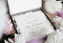 Expressing the art of Floral Rustic Elegance on a wedding invitation by Tapestry Invitation