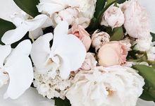 Custom arrangements by Itty Blooms & Styling