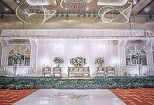 DoubleTree Hilton  - Deta & Matt White Wedding by Sentra Bunga Decor