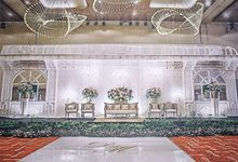 DoubleTree Hilton  - Deta & Matt White Wedding by Sentra Bunga