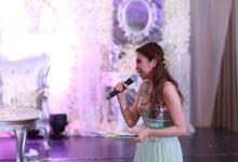 Wedding Host by Ingrid Nieto