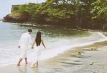 Going Under in Love - A dreamy summer e-session by Southern Springs Film and Photography Collective