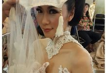 Makeup for  Anne Avantie Fashion show by Meiskhe Make Up Artist