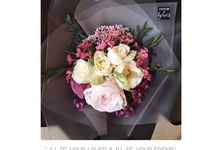 Personal Hand Bouquet by Flowers & Lyrics