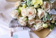 Vintage Flower Bouquet & Centre Piece by Mood Fleur