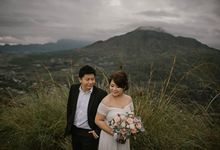 SINGAPOREAN ROMANTIC COUPLE by Wah Photo