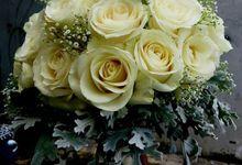 Hand Bouquet by d'Oasis Florist & Decoration