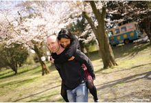 Cherry blossom engagement shoot in Kyoto Japan by One Happy Story