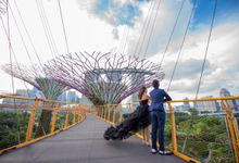 Gardens by the Bay Pre-Wedding Shoot by GrizzyPix Photography